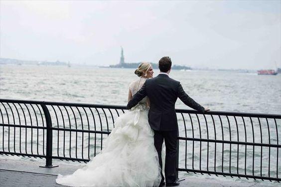 Romantic bride & groom and Statue of Liberty // Maloman Photographers