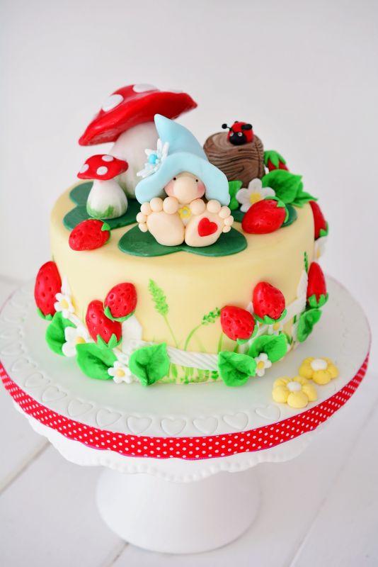 Kleiner Zwerg cake   http://www.pinksugar-kessy.de/2014/02/der-kleine-troll-im-marchenland.html