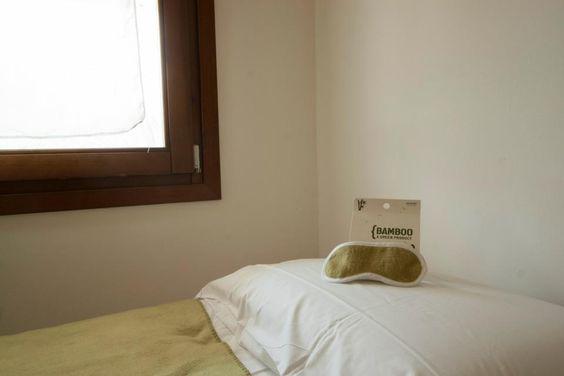 Biancheria da letto: cuscini e materassi nuovi in lattice non trattato. Coperte e asciugamani in bamboo.
