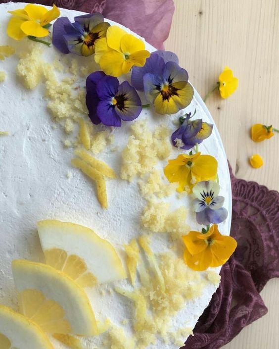 En güzel mutfak paylaşımları için kanalımıza abone olunuz. http://www.kadinika.com Torta alle viole e limone #verso_sud_foods #ig_calabria #official_italian_food #cucinaitaliana #extremelyfood #ricetteaspirale #ricettealbivio #seiunochef #scatti_cucina #amica_mamma #dolce_salato_italiano #wow_delica #insta_foodandplaces #homecooking #sweetseason #briganti_a_tavola #apanzesustanz #bilezzet #grin_n_cook #loves_foods #loves_united_calabria #sud_super_pics #mutfakgram #kings_masterchef…