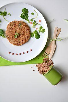 Galettes de sarrasin, tomates séchées, oignons caramélisés, emmental & coriandre { kasha - sans gluten } http://www.lesrecettesdejuliette.fr