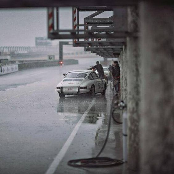 Nuestra entrega es base de nuestra pasión. La lluvia es sólo un reto más. Estamos listos.