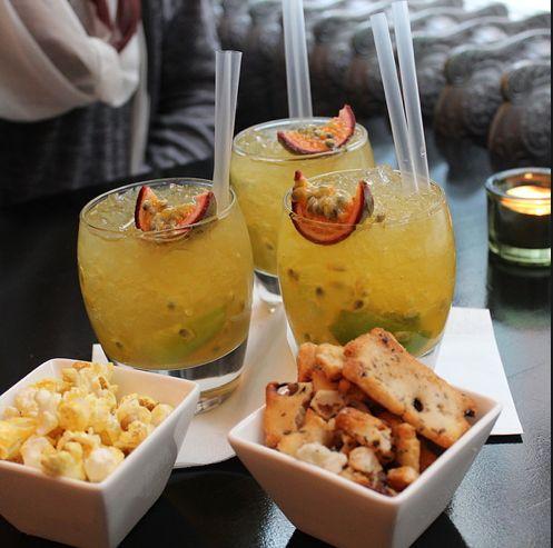 De heerlijke cocktails & de hapjes