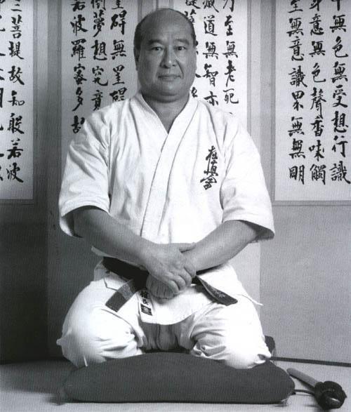 masutatsu_oyama_seiza.jpg (500×587)