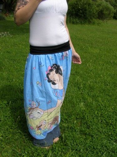 Snow White skirt. I would sooo wear this.
