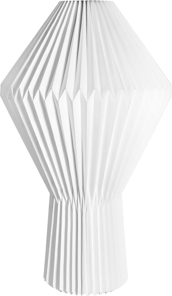 La lampe Emiko, légère comme une montgolfière en apesanteur, crée de généreux volumes de lumière.