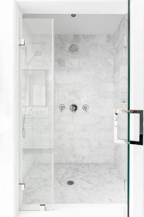 Light Gray Marble Staggered Shower Wall Tiles In A Large Master Bathroom Walk In Shower Finish Grey Marble Bathroom Master Bathroom Shower Bathroom Floor Tiles