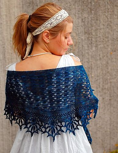 What a gorgeous, crocheted shawl.  Wow!  Kornblomst Shawl by Martha Simonsen