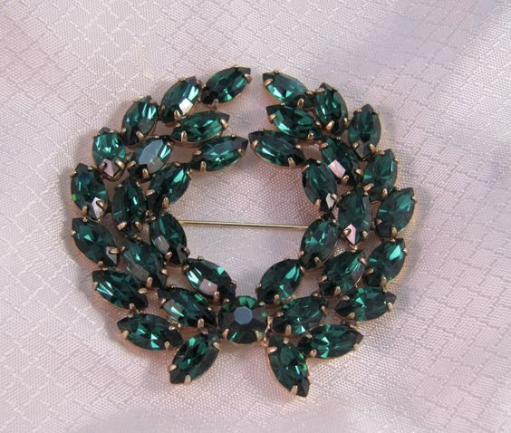 Vintage c1960's Juliana Emerald Green Rhinestone Wreath Brooch by newoldjewels on Etsy https://www.etsy.com/listing/249323853/vintage-c1960s-juliana-emerald-green