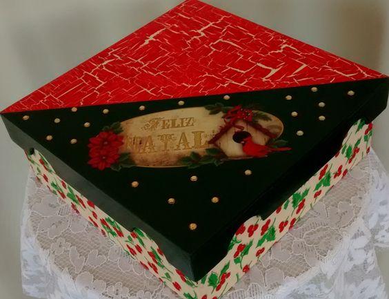 Natal em MDF: caixa com craquelê,  decupagem e aplique em cristais; base em pano - 1/2