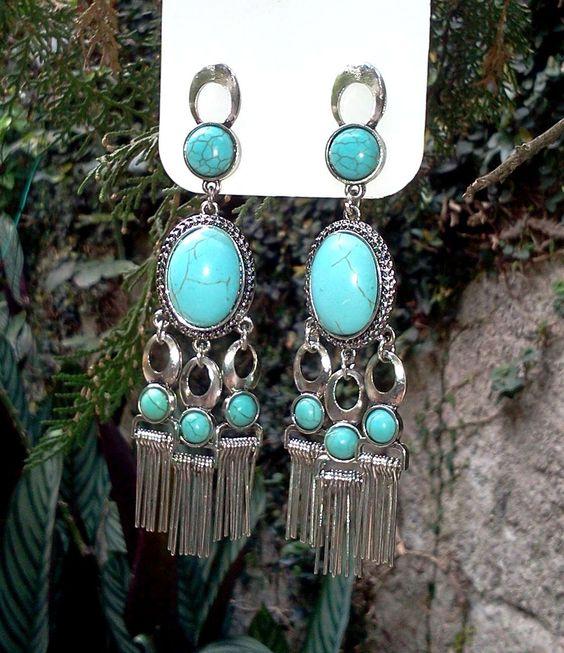 Brincos prateados com pedras turquesas azuis