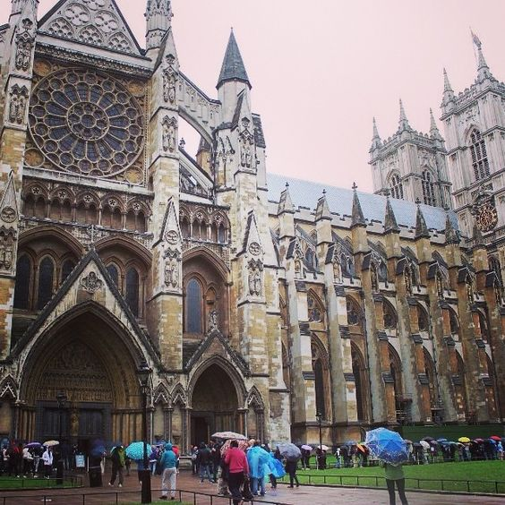 a rainy day during my prior visit to Westminster abbey... #tltransportme #westminsterabbey #londonrain #jenrondstravels