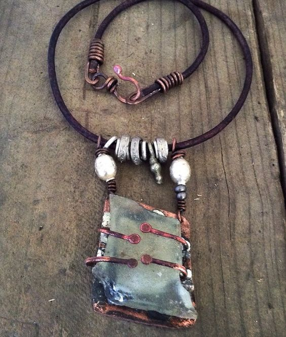 Rustic recycled glass necklace: rustic necklace artisan by quisnam