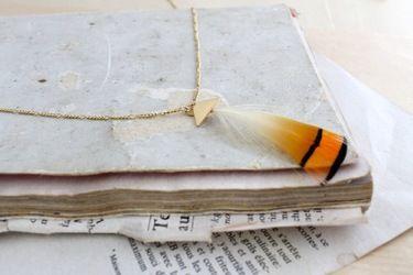 Collier doré plume de faisan orange doré et noir