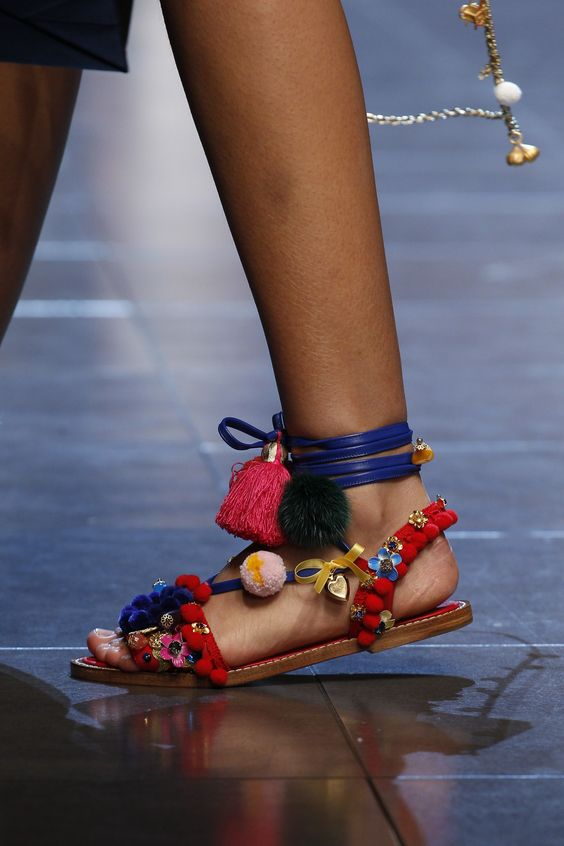 Dolce & Gabbana Spring 2016 Ready-to-Wear Accessories Photos - Vogue: