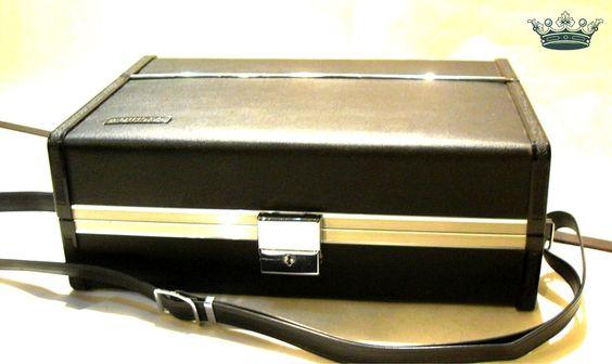 KAMERAFRAU 60er Vintage Köfferchen als Handtasche von Mont Klamott - Sachen & Dinge vom Zauberberg - Liebzuhabendes, Zuverschenkendes, Verspieltes, Überladenverziertes, Tickendes, Klunkerndes, Amüsierendes, Zauberhaftes, Überraschendes, Träumerisches, Verzierendes, Vintage, Antikes, Kuriositäten, Sammlerstücke, Schmuck & Uhren ... auf DaWanda.com