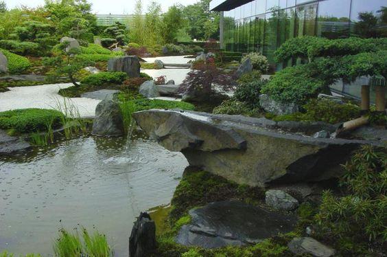 Japan-Garten-Kultur präsentiert Wasser im Garten, Teiche, Wasserfälle, Bachläufe, Tsukubai