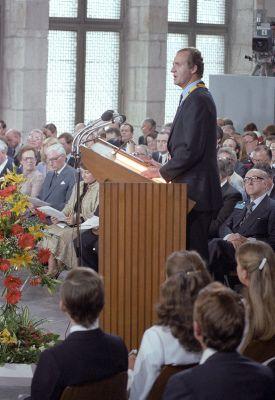 El Rey Juan Carlos recibe el premio Carlomagno en Aquisgrán (Alemania Federal) en 1982.