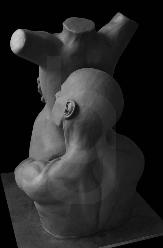 """Escultura: """"Pasion"""" Obra de @gusbalboa  Foto: Gustavo Balboa  Alto: 62 cm  Base: 50cm x 50cm  Plastilina de aceite"""