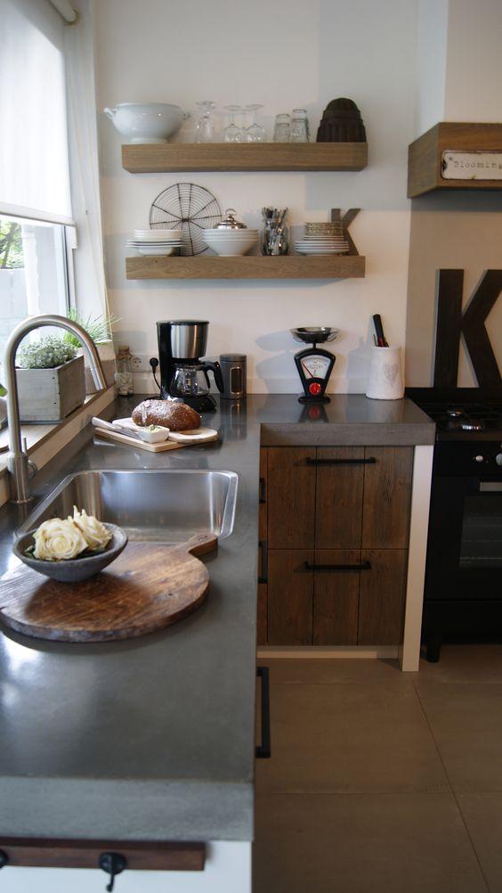 Betonnen werkblad, eikenkeuken #eiken keuken #landelijke keuken ...