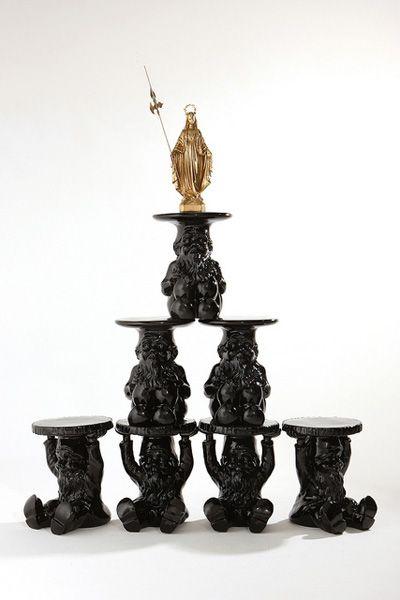 Francesco Bonami. Snowgold Serie di sette Gnomi (design Philippe Starck) di colore nero con statua in gesso laccata a fuoco con vernice dorata #design