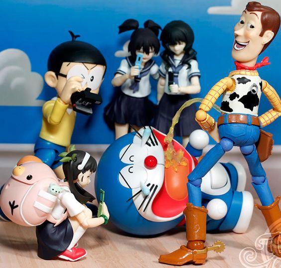 Em Toy Story [o primeiro] vimos que o Xerife Woody tem também uma personalidade maquiavélica tentando matar o Patrulheiro Espacial Buzz Lightyear. E se além de maquiavélica, a personalidade do Xerife fosse também sádica?