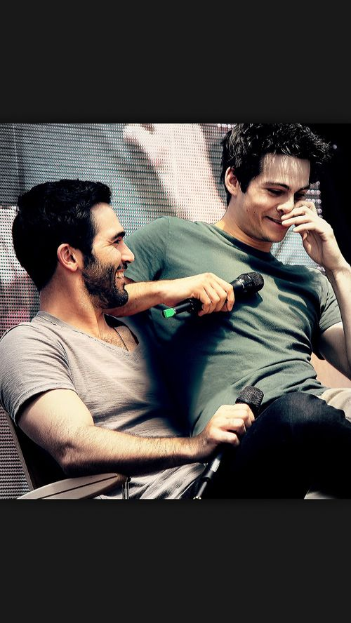 This is just the most adorable thing EVER!! If this is a manip, it is very well done! dylan o'brien. tyler hoechlin. hobrien. teen wolf.