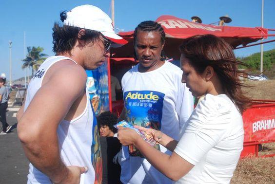 Eliziane Gama conversa com skatistas em São Luís