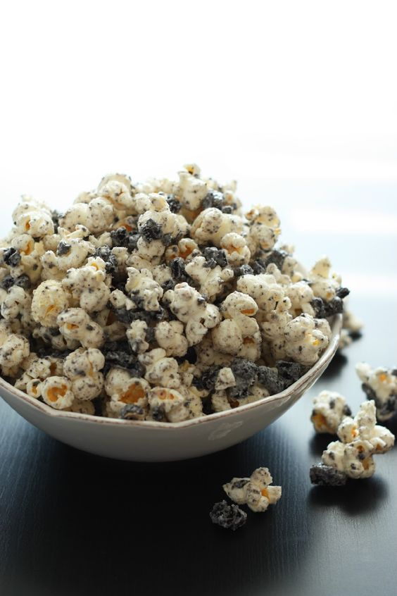 Cooking Classy: Cookies and Cream Popcorn