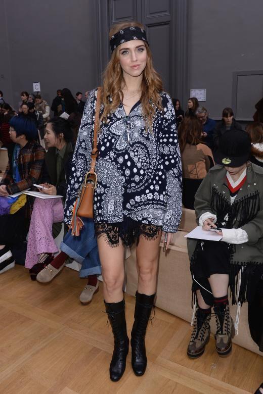 Chiara Ferragni im Chloé Komplettoutfit auf der Paris Fashion Week.