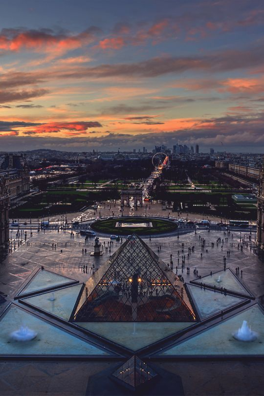 Pyramide du Louvre - Arc de Triomphe du Carrousel - Jardins des Tuileries - La Concorde (grande roue) - Champs Elysées - Arc de Triomphe - La Defense