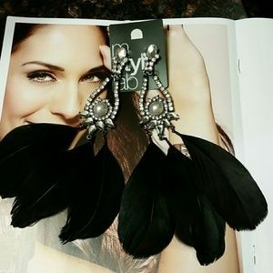 M Style lab Jewelry - NWT Stunning Feathers Earrings