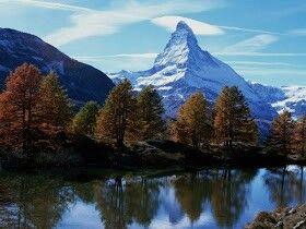 DIANA'S BEAUTIFUL LANDSCAPING PANORAMA   MATTERHORN.-  Puede que elCervino,o Matterhorn,sea la montaña más emblemática y conocida de los Alpes por su aspecto de pirámide casi perfecta. Situado en la frontera entre Suiza e Italia, a caballo de los valles del Valais y de Aosta, en un entorno natural privilegiado de grandes glaciares y altivas montañas, eleva su cumbre hasta los 4.478 m de altitud, lo que la convierte en uno de los picos más elevados de los Alpes.