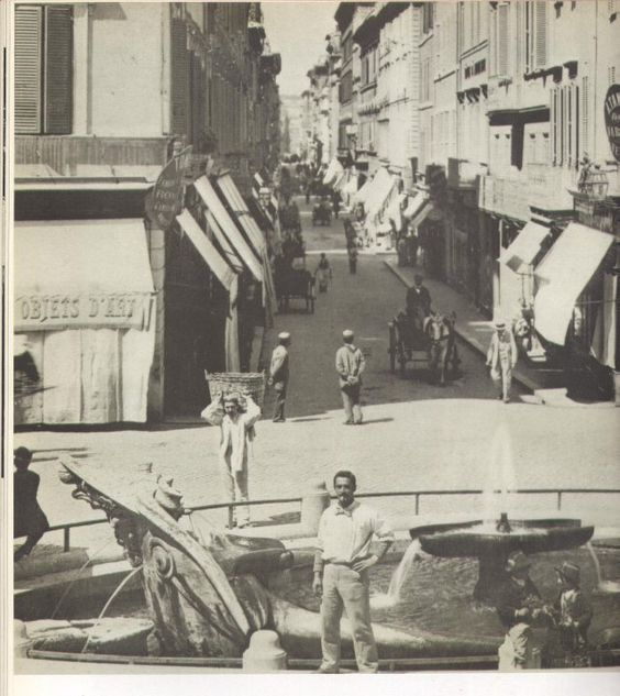 """Via Condotti 1895 """"To me the gentleman in the foreground looks remarkably modern in his attire; rather 1995 than 1895!!  Great Italian style!!!"""" Sandy C"""