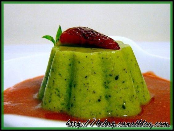 Flan de kiwis à l'agar-agar et coulis de fraise
