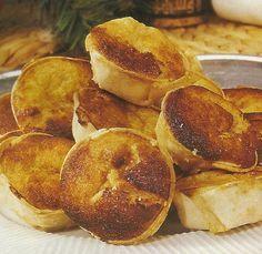 Receita de Queijadas de Sintra -Estas queijadas sem enfeites, são deliciosas para serem comidas ao pequeno-almoço ou para acompanhar uma bebida a qualquer hora do dia.