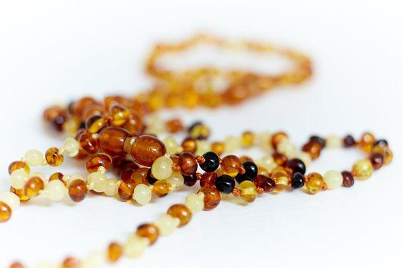 Collana d'ambra Quaranta Settimane Tutti i dettagli qui: www.quarantasettimane.com/it/collana-d-ambra-per-neonati-sollievo-naturale-per-la-dentizione/