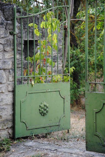 Garden gate ideas and garden inspiration: green garden gates to a secret French Country garden. #frenchcountry #garden #gardengates #Provence #romantic