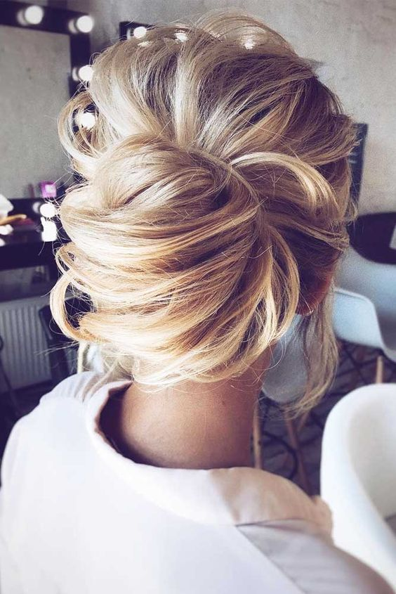 28 Casual Wedding Hairstyles For Effortlessly Chic Brides Casual Wedding Hair Long Hair Styles Medium Hair Styles