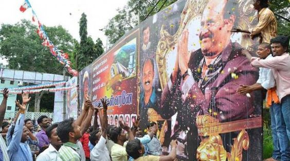 Lingaa distributors seek compensation  After being snubbed by the producers of Lingaa , the film's distributors on Thursday announced that they would go on a sit-in fast in order to get the attention of actor Rajinikanth.