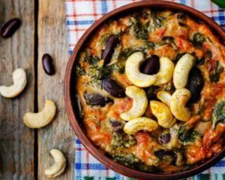 Gratin d'épinards et de haricots rouges aux noix de cajou : http://www.fourchette-et-bikini.fr/recettes/recettes-minceur/gratin-depinards-et-de-haricots-rouges-aux-noix-de-cajou.html