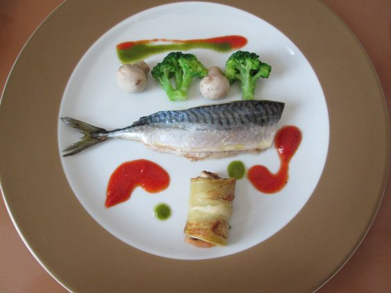Gino D'Aquino / Filet de Maquereau au four,legumes de broccoli champignons et petit paquet de aubergine,sauce au tomate et basilique  /  Gino D'Aquino