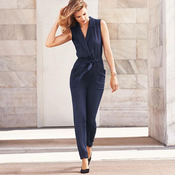 Meet the autumn in perfect wardrobe staples! What do you think about this beautiful sleeveless jumpsuit? Find more inspiration online! #HMOnline #HM