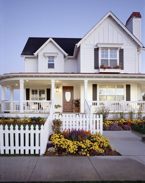 12 Charming Picket Fence Ideas Town Country Living Modern Design In 2020 Modern Farmhouse Exterior House Exterior House Designs Exterior