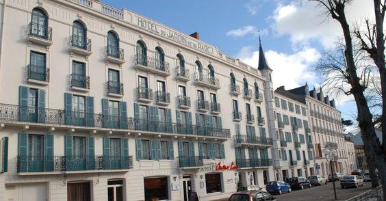 Vue sur la façade de l'hôtel Mona Lisa Néris les Bains