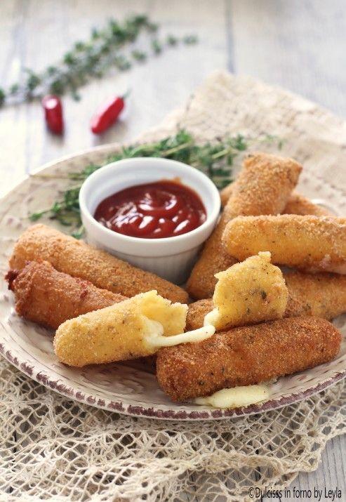 Bastoncini di mozzarella impanati o Mozzarella Sticks ricetta - Dulcisss in forno by Leyla