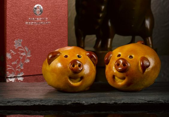 Baked piglets with pandan paste & single yolk from Majestic Restaurant