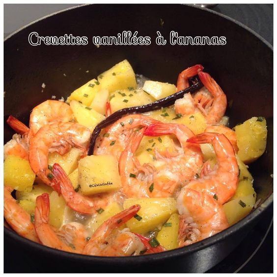 - Cuire 300g de crevettes congelées 3min30 dans de l'eau bouillante avec du fumet de poisson ou prendre des crevettes fraiches - Dans une cocotte faire chauffer 1 càs d'huile d'olive avec les grains d'une gousses de vanille - Ajouter les crevettes et...