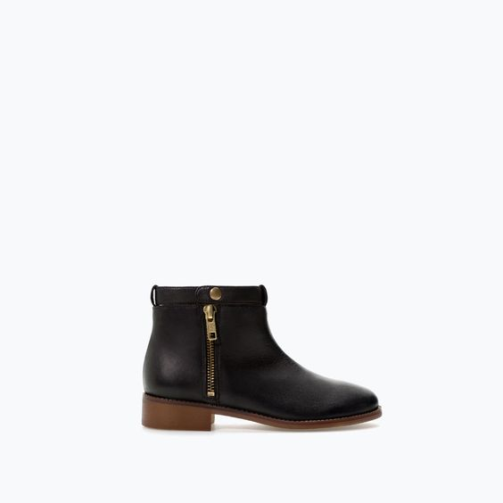 ZIPPED SOFT LEATHER BOOTIE from Zara