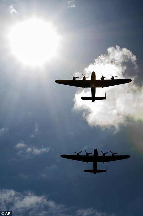 Dambusters reunited: Two WWII Lancaster bombers fly together over UK #dailymail